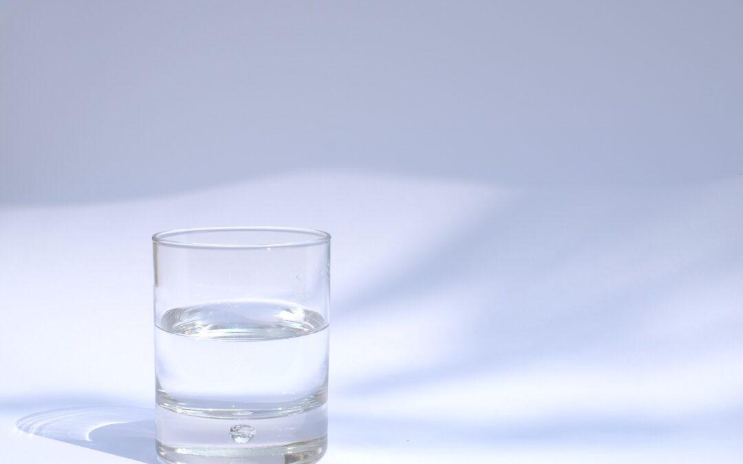 Flüssigkeitsschaden bei Macbook Pro Retina 13″ A1708 2016 – ein halbes Glas mit Wasser